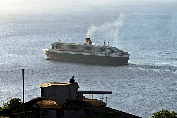The Queen Mary II departs, after her visit in March 2010  (Click to see the full-sized image, opens in a new window or tab)